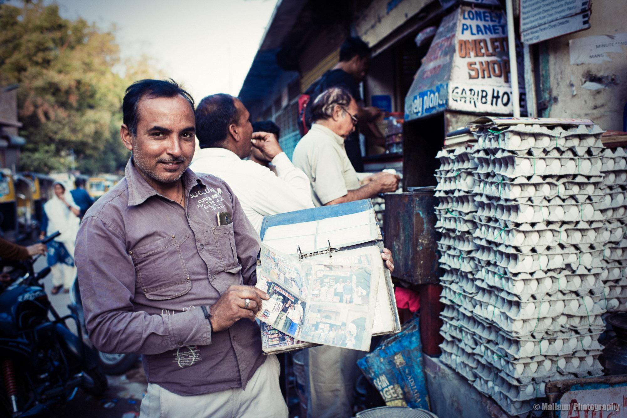 Alle Postkarten und Grüsse aus aller Welt werden in Ordnern gesammelt © Mallaun Photography
