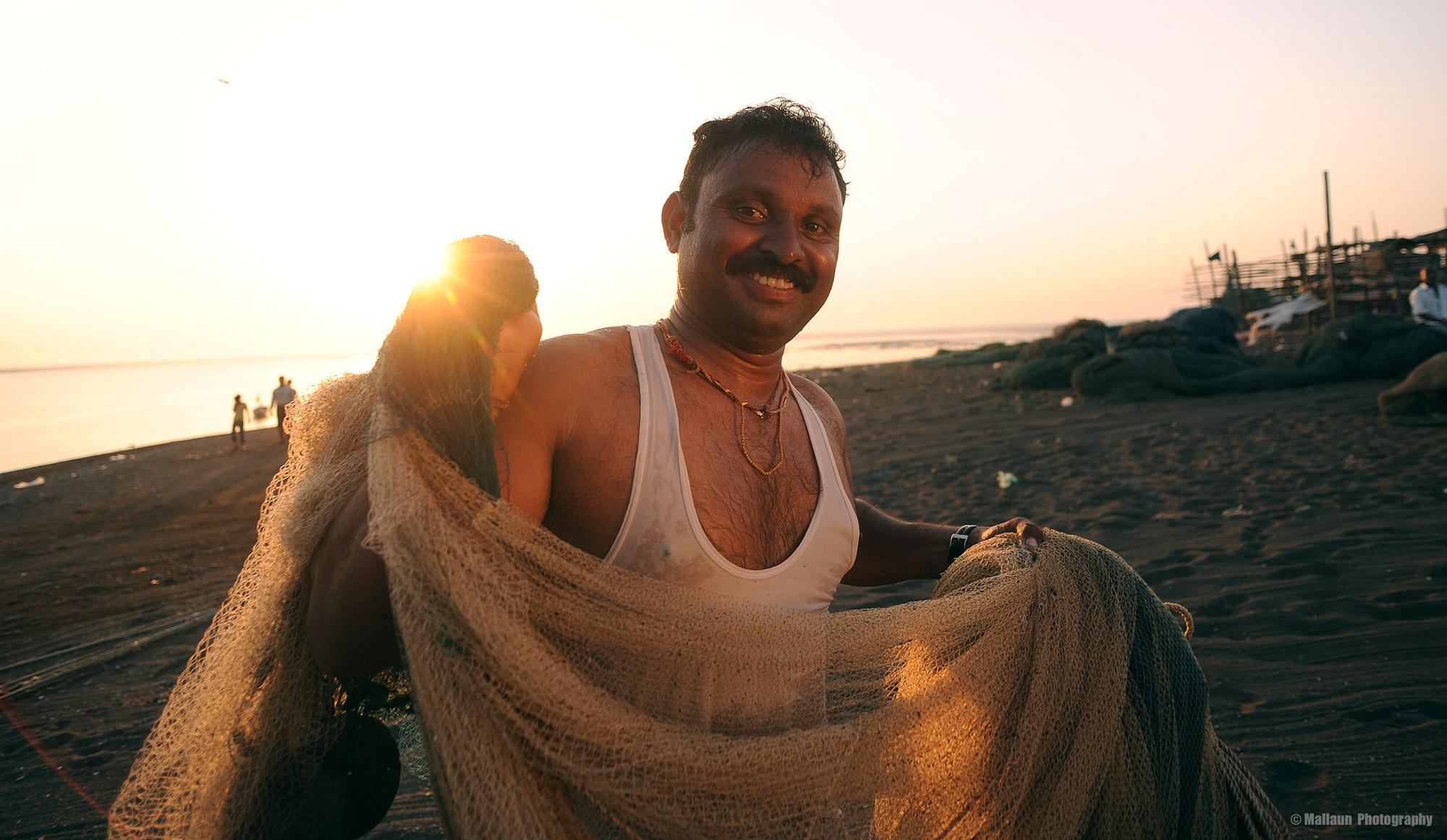 Die Fischer brachten gerade ihre Netze an Land, als wir ankamen. © Mallaun Photography