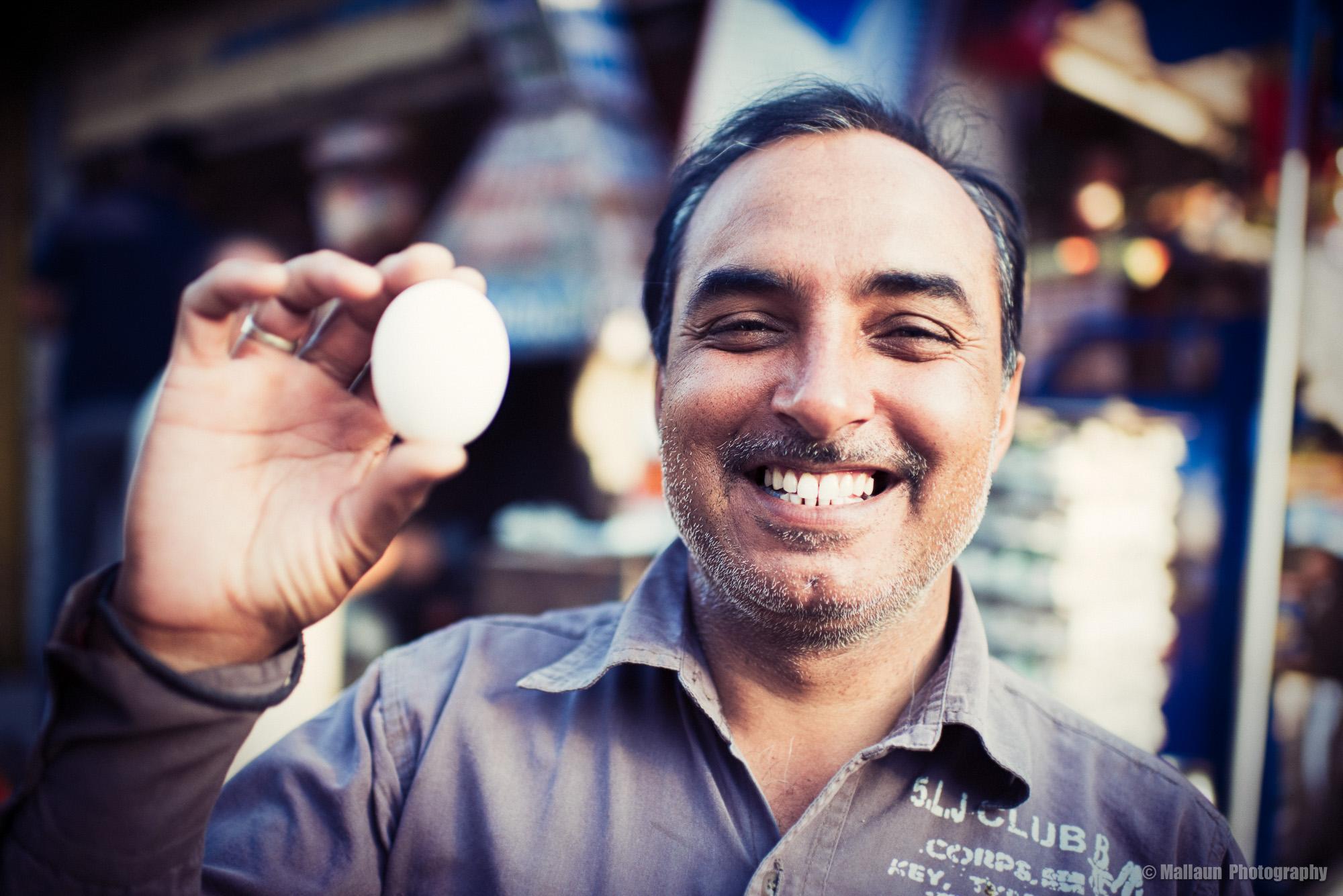 Shyam – der jüngere der beiden Gawlani-Brüder. Mit ihm steht nun die zweite Generation am Omelette-Stand © Mallaun Photography