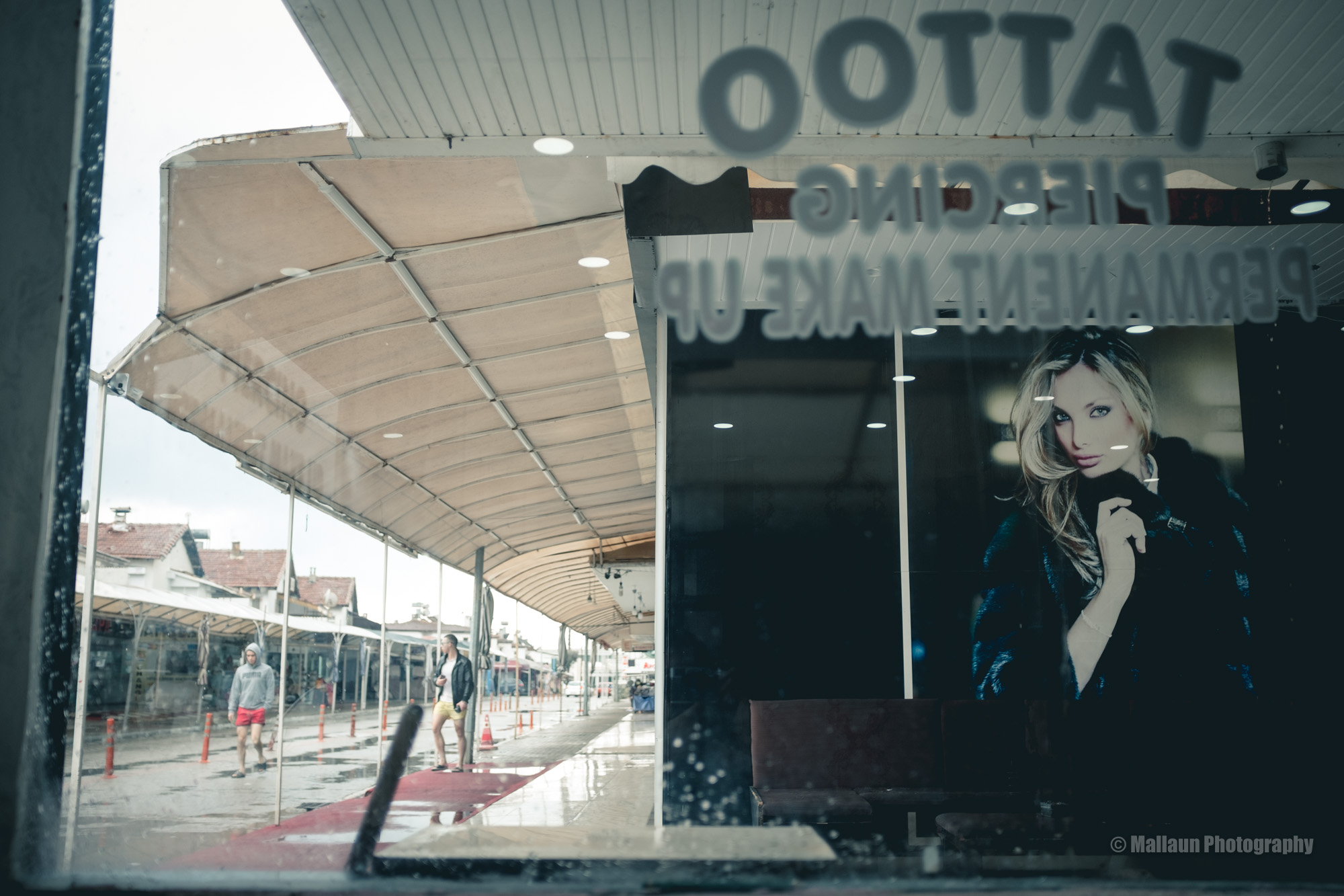 Verlassene Einkaufspassage in der Nebensaison © Mallaun Photography