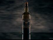 Whiskeyflasche in der Studiofotografie, mit Studioblitz und hand painted Canvas from KABOO Backdrops